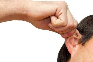 Como debe jalar la oreja para sacar el agua