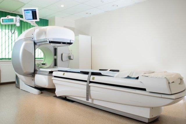 Máquina para tratamento com radioterapia