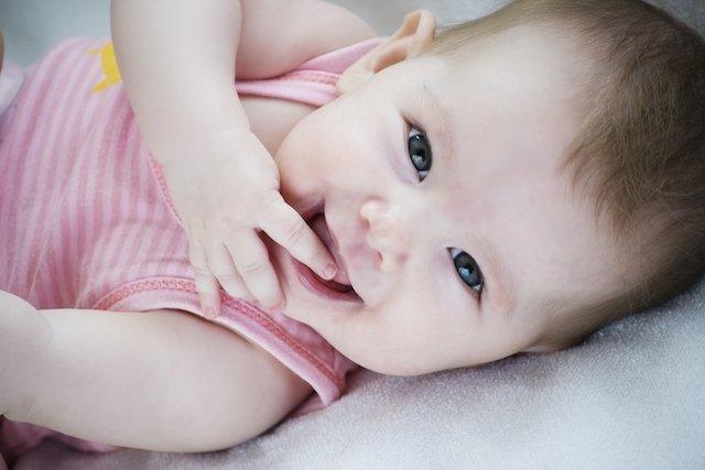 Como estimular a visão do bebê
