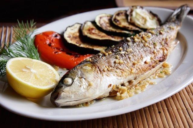 Receita de peixe assado para combater o colesterol