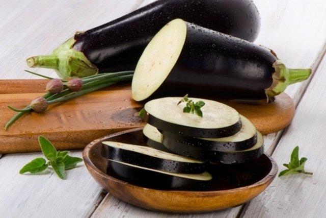 Berinjela diminui o colesterol e ajuda a emagrecer