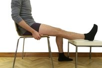 1. Sentar com o pé apoiado