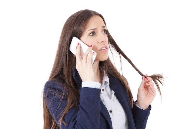 Mania de estar constantemente mexendo e enrolando o cabelo