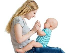 Bebês de colo ainda não precisam de sapatos