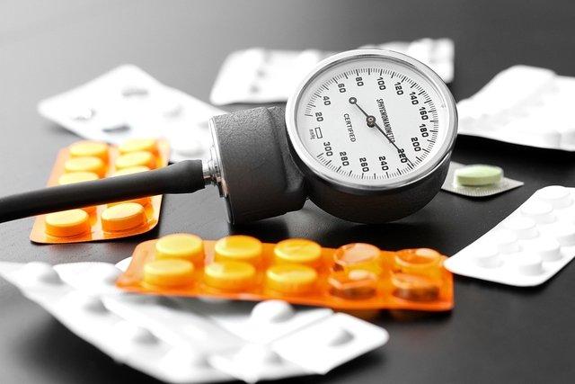 ¿Cuáles son los dos tipos de medicamentos para la presión arterial?
