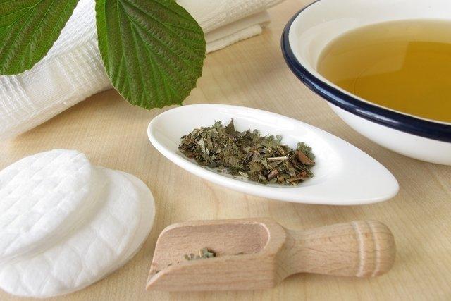Chá de hamamélis para banho de assento