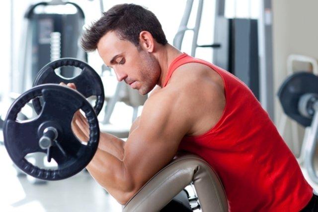 Começar o treino pela musculação