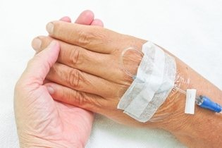 Quimioterapia por catetar na mão