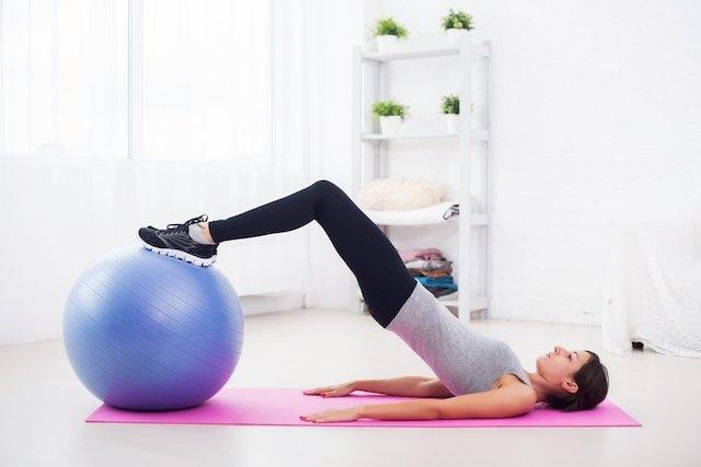 Exercícios de Kegel com bola de ginástica