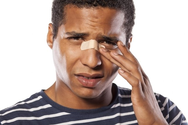 Como identificar e tratar o nariz quebrado