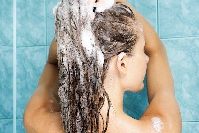 3 passos para hidratar os cabelos cacheados em casa