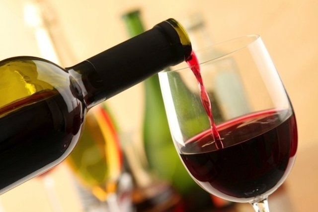 Tomar 1 taça de vinho por dia ajuda a prevenir infarto