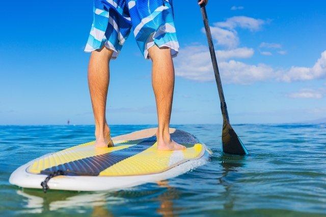 6 benefícios do stand up paddle para a saúde