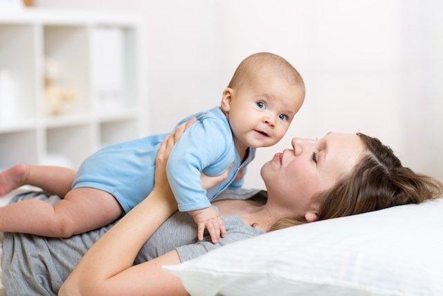 O que pode causar mau hálito no bebê