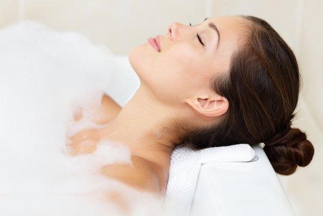 Banho relaxante para dor nas costas