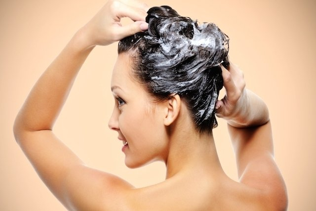 O que fazer para recuperar os cabelos danificados