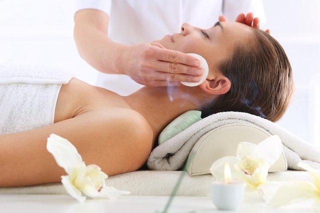 Como é feita a limpeza de pele profunda
