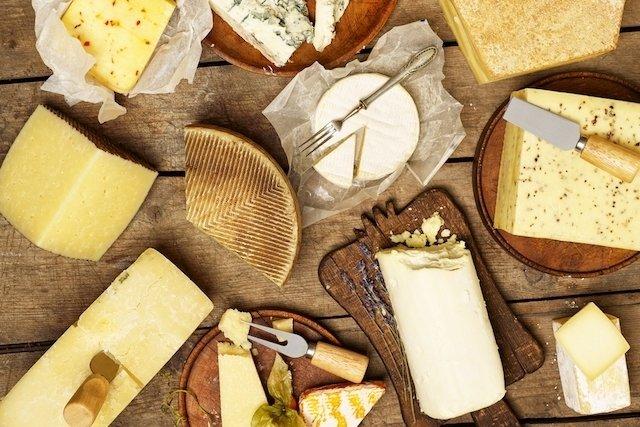 Exemplo de diferentes tipos de queijo