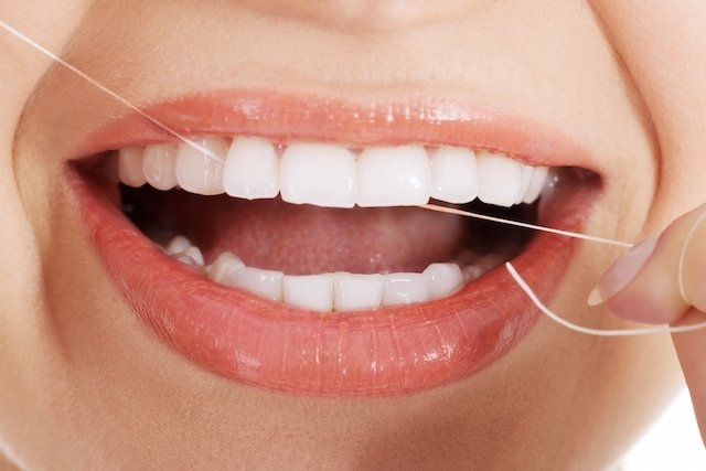 O que é e como remover a Placa Bacteriana dos dentes
