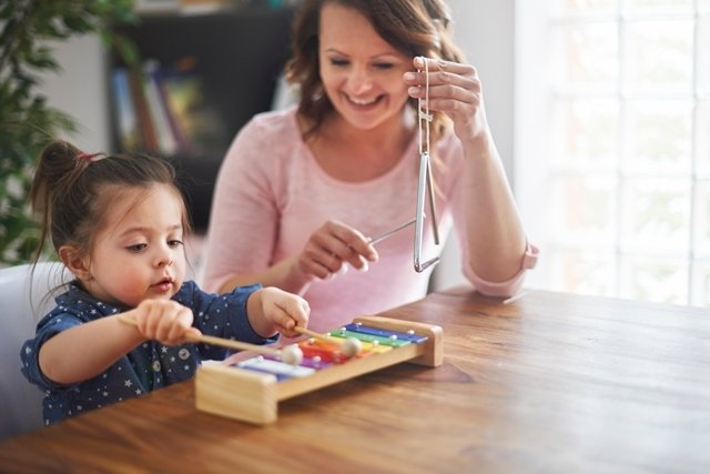 Brincar com os filhos torna-os mais Inteligentes
