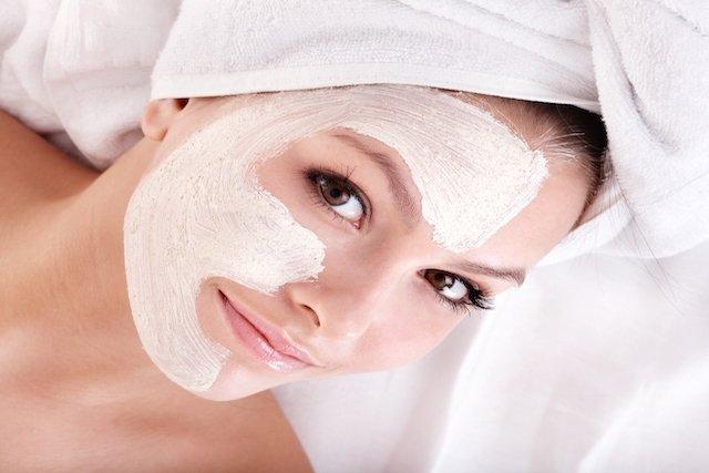 Como tirar manchas escuras do rosto com Argila Branca e Iogurte