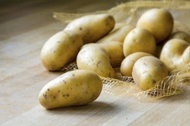 Suco de batata para úlcera no estômago
