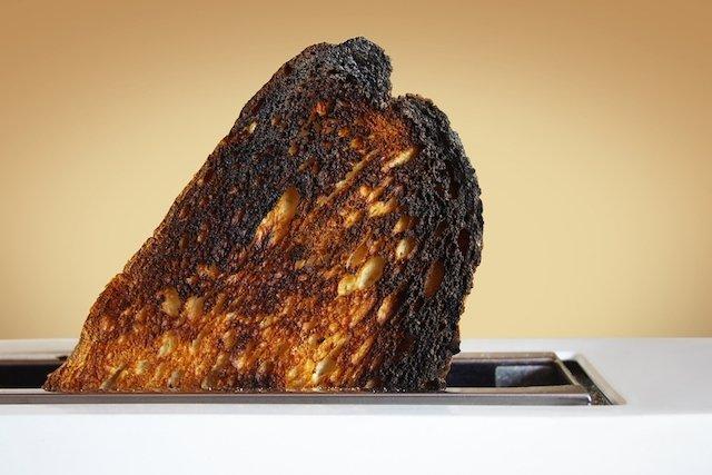 Entenda porque comer comida queimada faz mal
