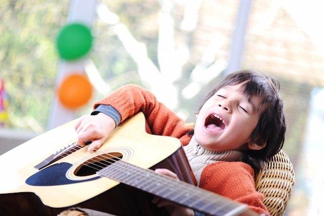 Musicoterapia ajuda autista a se comunicar melhor