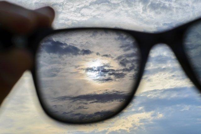 49feb6dcdc15b Qual o melhor óculos de sol para a saúde ocular - Tua Saúde