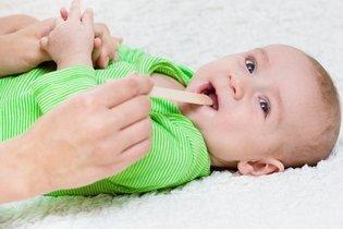 Como curar a dor de garganta do bebê