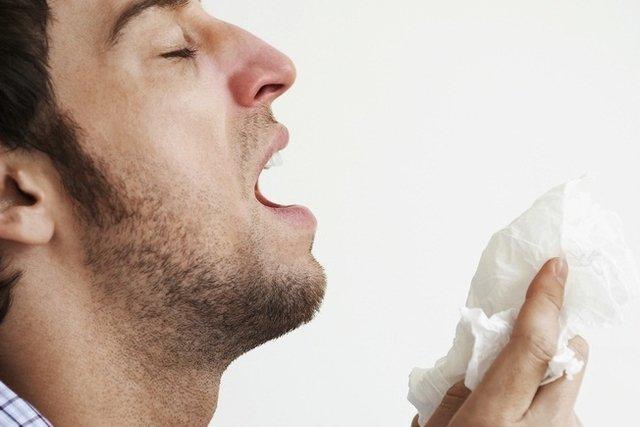 Sintomas de alergia alimentar, respiratória, na pele e a medicamentos