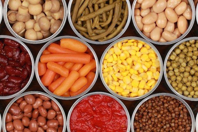 Saiba porque você não deve comer Alimentos Enlatados