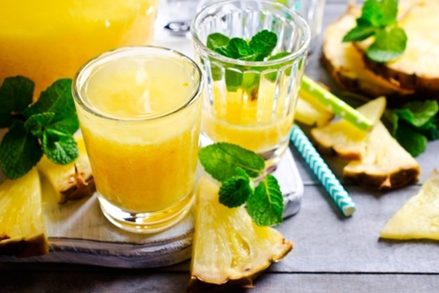 Suco desintoxicante de abacaxi