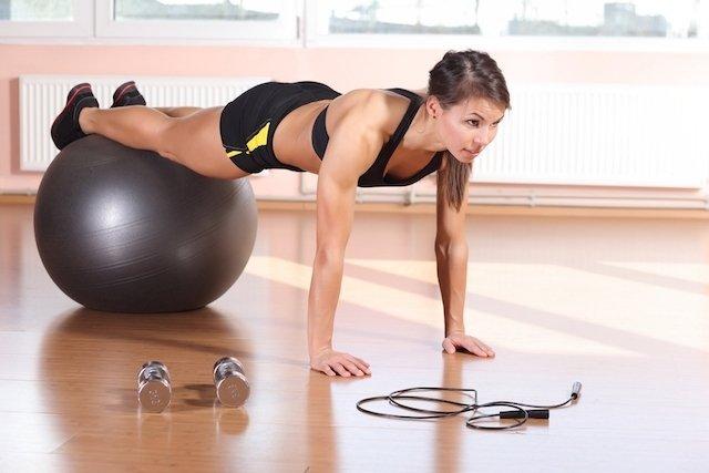 Resultado de imagem para Viva bem e melhor fazendo 6 exercícios de pilates na bola