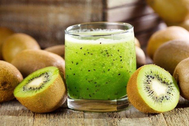 Suco de kiwi para rejuvenescer