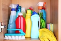 Evitar os produtos de limpeza