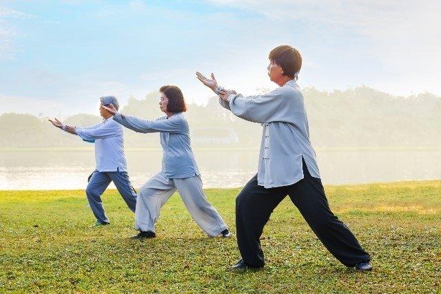 10 Benefícios do Tai Chi Chuan para a saúde e como praticar