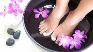 O que fazer para tratar pés e tornozelos inchados