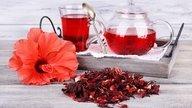 Chá de hibisco: 9 benefícios para a saúde e como tomar