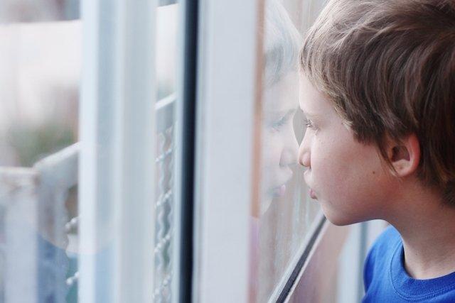 10 sinais que podem indicar síndrome de Asperger