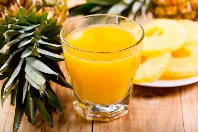 Suco de abacaxi para dor muscular