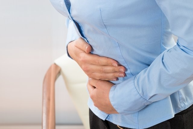 Muco na urina: 8 principais causas e o que fazer