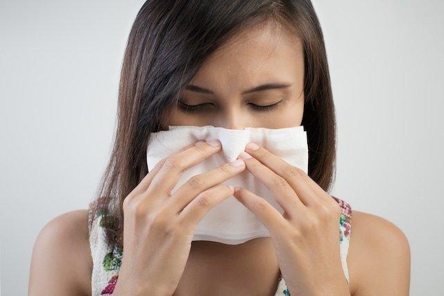 la infección sinusal puede causar picazón en los ojos