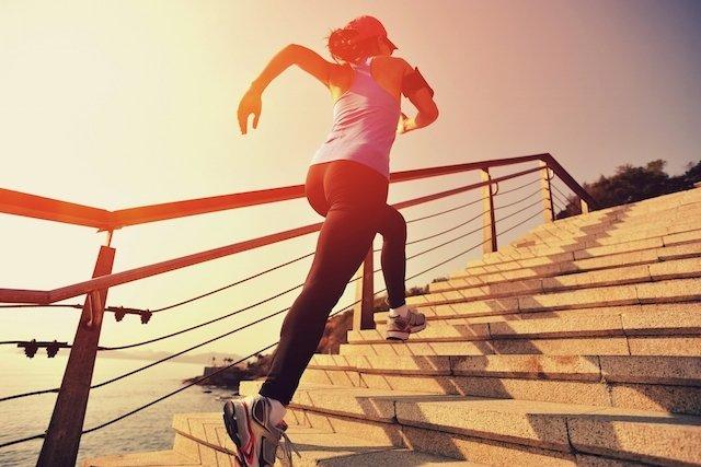 Subir escada emagrece e combate a celulite