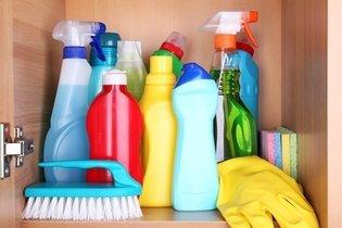 Proteger as mãos e unhas dos produtos de limpeza