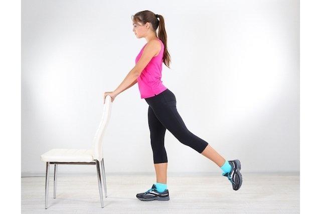 como elevar as pernas em casa