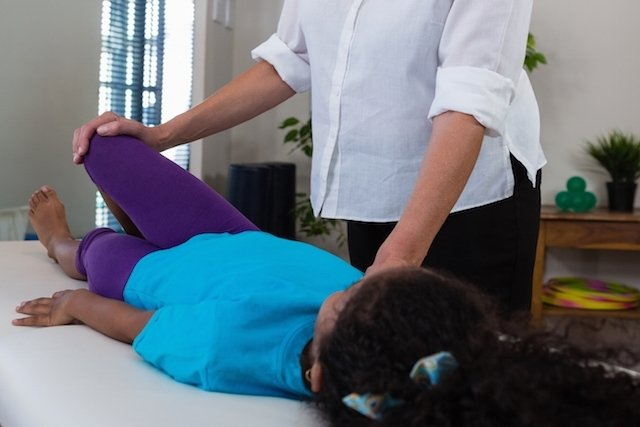 Dor de crescimento: Sintomas e Exercícios para aliviar a dor