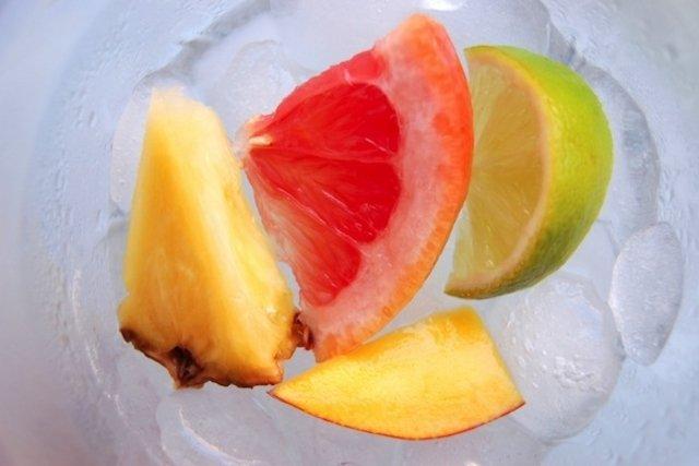 Chupar polpa de fruta congelada