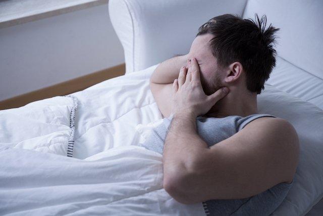 Qué puede causar granos o bolitas en el pene y cómo tratar