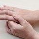 Formigamento nas mãos: 12 principais causas e o que fazer